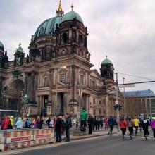 Berliner Dom beim 43. Neujahrslauf in Berlin